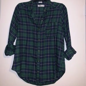 Hollister Button up Plaid shirt💚